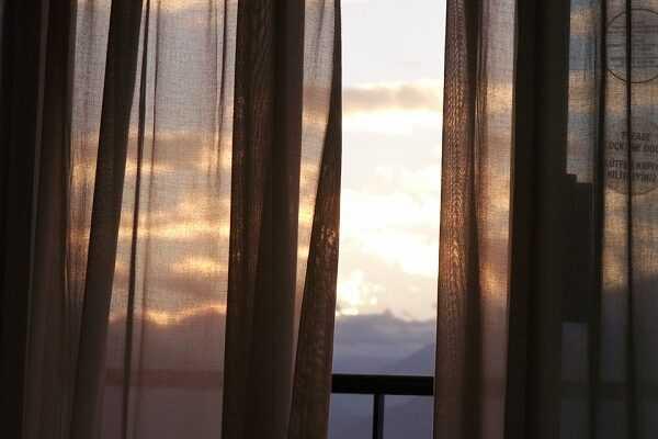 Jak odpowiednio zaaranżować okna balkonowe idenaswoje (1)
